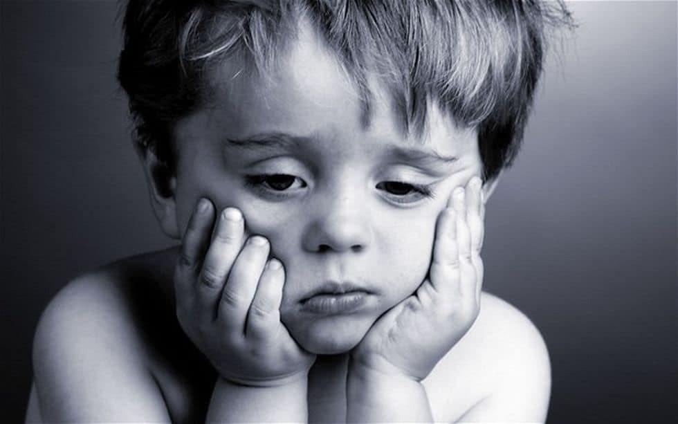 Trẻ tăng động bị trầm cảm luôn nghĩ mình làm sai